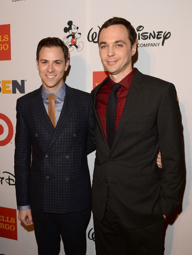 Todd Spiewak (L) and actor Jim Parsons arrive at the 9th Annual GLSEN Respect Awards at Beverly Hills Hotel on October 18, 2013 in Beverly Hills, California. (Jason Merritt/Getty Images for GLSEN)