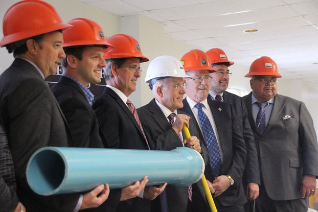 <p>Ontario Infrastructure Minister Bob Chiarelli, in white hardhat, poses for a picture with other dignitaries at the announcement of money for clean water projects in  North Glengarry. He is flanked by MPP Grant Crack, left, and North Glengarry Mayor Chris McDonell on his right  on Friday May 26, 2017 in Maxville, Ont. </p><p>