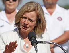 Premier Rachel Notley committed to making a case to support the Kinder Morgan Trans Mountain pipeline again as the B.C. New Democrats and Green Party members discuss a possible coalition.