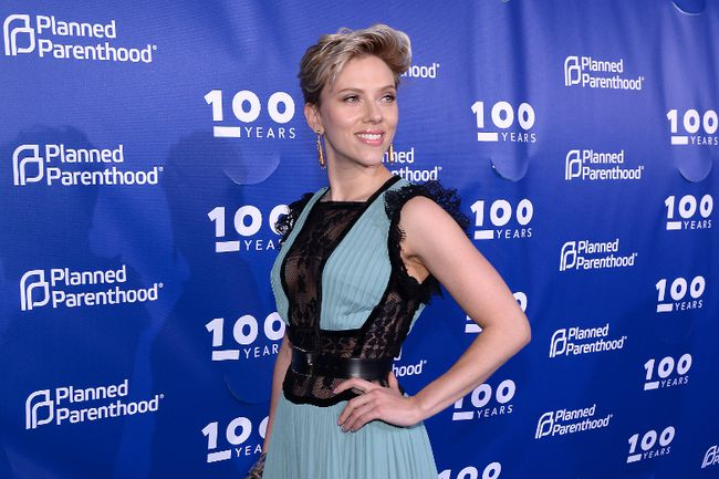 Scarlett Johansson attends the Planned Parenthood 100th Anniversary Gala at Pier 36 on May 2, 2017 in New York City. (Photo by Andrew Toth/Getty Images)