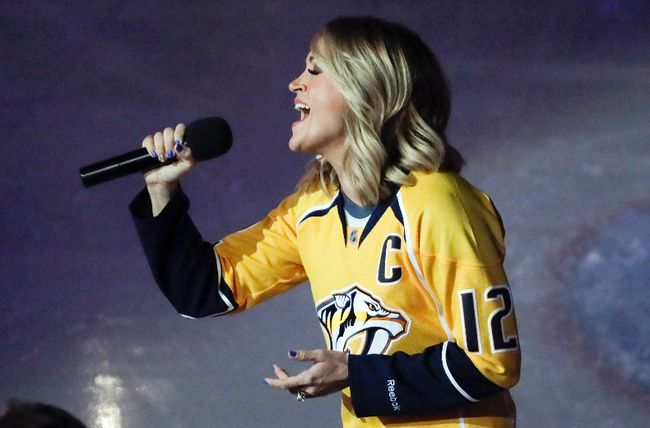 Country music star Carrie Underwood performs the U.S. anthem before a first-round playoff game between the Predators and Blackhawks in Nashville, Tenn., on April 17, 2017. (Mark Humphrey/AP Photo/Files)