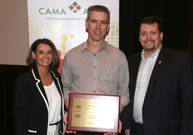 ( L to R) CAMA president Marie-Hélène Lajoie joins Peter Thomas, CAO of Northern Sunrise County and Jean-Marc Nadeau, Chair of the CAMA Awards Committee for a photo on May 31 in Gatineau, Q.C. Northern Sunrise County received the CAMA Environmental Award in the Under 20,000 population category for its Fire Hall Solar Project in St. Isidore.