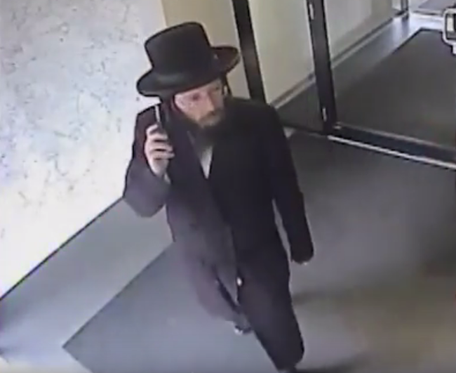 Investigators need help identifying a man dressed as an Orthodox Jew who is suspected of offering to bless women in Thornhill before sexually assaulting them. (Supplied by Toronto Police)