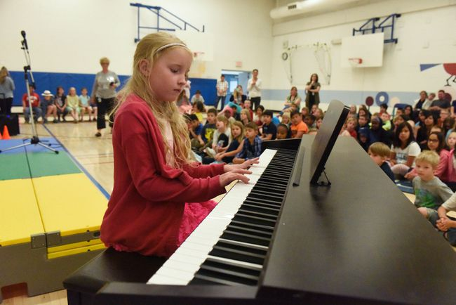 Swanavon School student Allyson Stirling plays the piano in front of her school during the Swanavon's talent show on Friday June 16, 2017 in Grande Prairie, Alta. Svjetlana Mlinarevic/Grande Prairie Daily Herald-Tribune/Postmedia Network