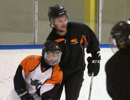 Ty Rattie practices with kids at a Peewee Development Camp for Airdrie Explosive Edge at the Ron Ebbesen arena on Aug. 21, 2014. (Nicole Braun/Echo Archives)