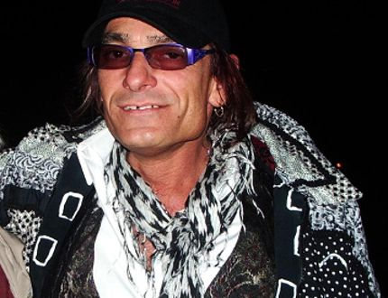 David Lee Roth imposter David Kuntz-Angel is shown in a May 2008 file photo. (Postmedia Network/Files)