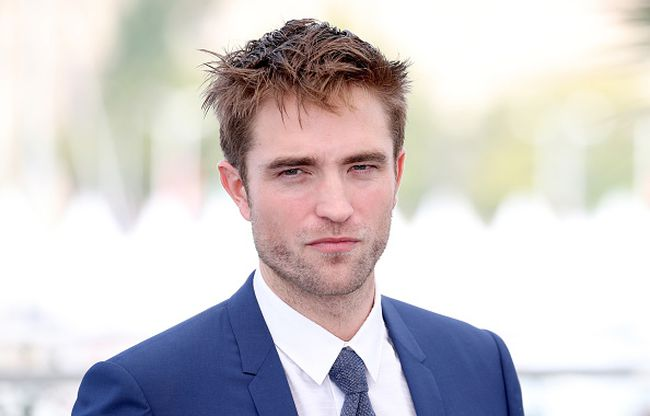 """Robert Pattinson attends the """"Good Time"""" photocall during the 70th annual Cannes Film Festival at Palais des Festivals on May 25, 2017 in Cannes, France. (Photo by Chris Jackson/Getty Images)"""