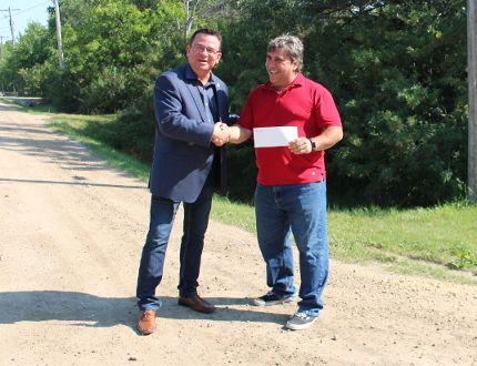 RM of Gimli MLA Jeff Wharton and Town of Winnipeg Beach Mayor Tony Pimentel announced July 28, the provincial government provided $60,000 worth of funding to Winnipeg Beach for its Stroll Way Rehabilitation Project. (Juliet Kadzviti/The Interlake Spectator/Postmedia Network)