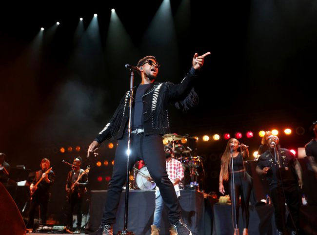Usher performs at the Scotiabank Saddledome in Calgary on Saturday July 15, 2017. Leah Hennel/Postmedia