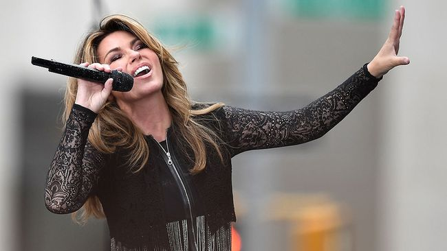 """Shania Twain performs on NBC's """"Today"""" at Rockefeller Center on June 16, 2017 in New York City. (ANGELA WEISS/AFP/Getty Images)"""