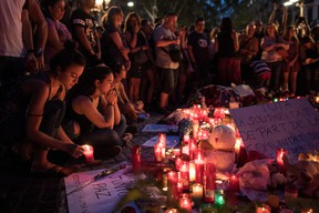 People gather around tributes laid on Las Ramblas near the scene of yesterday's terrorist attack, on August 18, 2017 in Barcelona, Spain. (Photo by Carl Court/Getty Images)