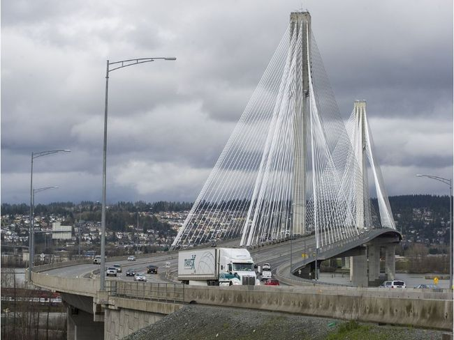 Traffic travels eastbound into Surrey on the Port Mann Bridge in this March 14, 2016 file photo. (Ric Ernst/Postmedia Network files)