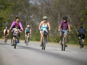 Sunday is your last chance for 2017 for a car-free spin around the parkways on Nokia Bikedays. ASHLEY FRASER / OTTAWA CITIZEN