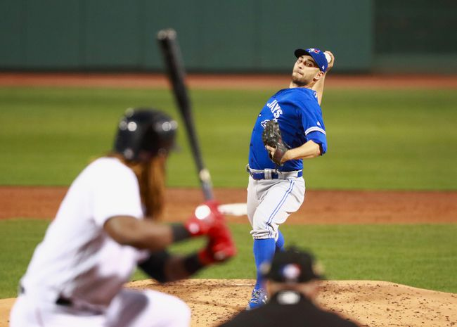 Pitcher Marco Estrada #25 of the Toronto Blue Jays pitches at the bottom of the second inning during the game against the Boston Red Sox at Fenway Park on September 5, 2017 in Boston, Massachusetts.  (Photo by Omar Rawlings/Getty Images)