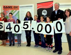 Sean Chase/Daily Observer Renfrew County United Way (RCUW) launched its fall fundraising campaign at the Community Resource Centre (CRC) in Killaloe last Friday with the goal of bringing in $405,000. In the photo are (left to right) Roberta Della-Picca, Jude Pinkerton, Ika Duknic, Veronica Hartwig, Jude Crossland, Violet Pinkerton, Margot Pinkerton, CRC executive director Bill Smith and RCUW executive director Pat Lafreniere.