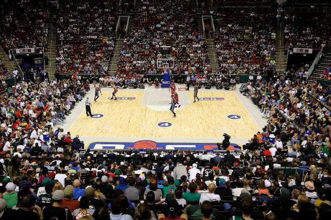 An overall view of week nine of the BIG3 three-on-three basketball league as Andre Owens #20 of 3's Company handles the ball against Tri-State at KeyArena on Aug. 20, 2017 in Seattle, Washington. (Stephen Brashear/BIG3/Getty Images)