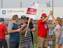 Employees of the GM CAMI assembly factory stand on the picket line in Ingersoll, Ont., on Monday, Sept. 18, 2017. The 2,500 members of Unifor local 88 walked out Sunday at 10:59 p.m. when negotiators for the union and the automaker failed to come to terms on a new contract agreement. (THE CANADIAN PRESS)