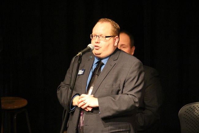Mayoral candidate Kevin Zahara makes a point during the public forum on Oct. 10. (Gord Fortin)