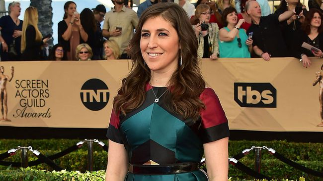 Mayim Bialik arrives for the 23rd Annual Screen Actors Guild Awards at the Shrine Exposition Center on January 29, 2017, in Los Angeles. (FREDERIC J. BROWN/AFP/Getty Images)