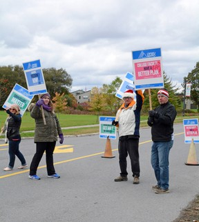 St. Lawrence College faculty on the picket lines on day one of the college strike across the province. (FILE PHOTO)