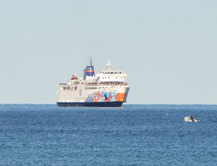 The Chi-Cheemaun makes its way towards Owen Sound harbour on Monday. (Rob Gowan The Sun Times)