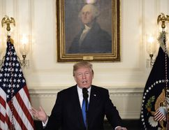 TOPSHOT - US President Donald Trump speaks about the Iran deal from the Diplomatic Reception room of the White House in Washington, DC, on October 13, 2017. Trump announced he will not certify the Iran nuclear deal and warned that the US could leave the Iran deal 'at any time.' / AFP PHOTO / Brendan SMIALOWSKI