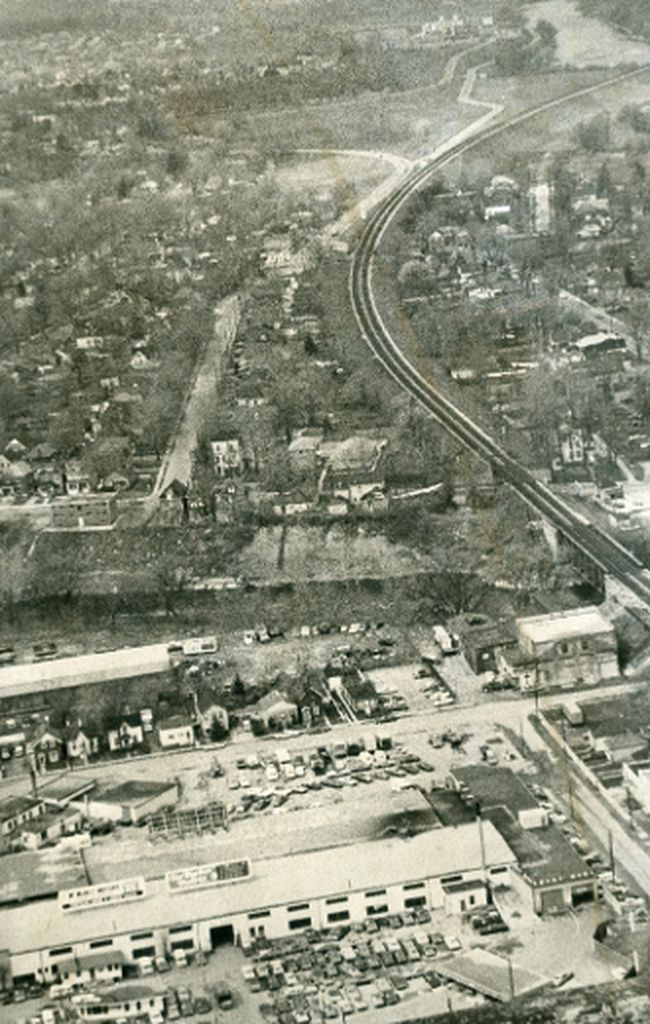 Aerial photo looks west along route of the proposed Horton Street extention, the route would be under Wortley Road, at right is the CN right-of-way, 1971. (London Free Press files)