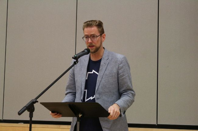 Daily Bonnet founder, writer and editor Andrew Bergman shared insights into satire at the Oct. 26 Diversitas event. (LAUREN MACGILL, Winkler Times)