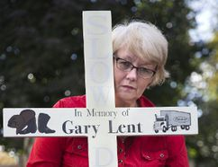The Ministry of Transportation has denied Kathleen Reed the right to post this cross near the spot on Highway 401 that her partner Gary Lent was killed in a collision in February, because it is considered a possible distraction. Photo shot in London, Ont. on Thursday October 26, 2017. (DEREK RUTTAN, Postmedia Network)