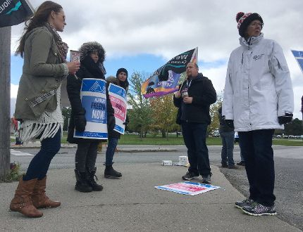Striking faculty picket. (File photo)