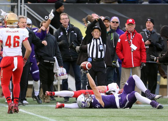 Western's Brett Ellerman holds aloft the the ball after making a circus catch during the Vanier Cup at Tim Hortons Field in Hamilton on Saturday November 25, 2017. The Mustangs dominated winning 39-17. (MIKE HENSEN, The London Free Press)
