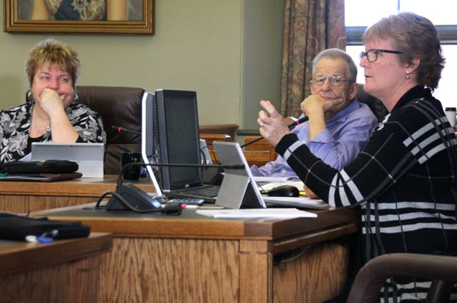 <p>United Counties of SDG treasurer Vanessa Metcalfe outlines the impact of Ontario's recently-passed Fair Places, Better Jobs Act on the county's finances on Monday December 4, 2017 in Cornwall, Ont. </p><p> Alan S. Hale/Cornwall Standard-Freeholder/Postmedia Network