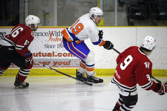 Islander Dan Leslie finished the game with an assist against Winkler Sunday. (Aaron Wilgosh/The Graphic)