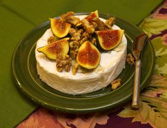 Fresh figs with toasted walnut over brie (MIKE HENSEN, The London Free Press)