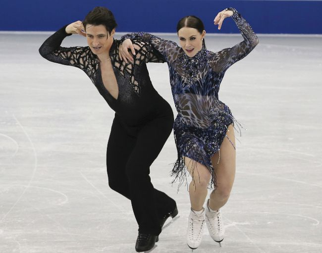 Tessa Virtue of London and Scott Moir of Ilderton compete the ice dance short dance at the Grand Prix of Figure Skating in Nagoya, Japan on Wednesday.  (TOSHIFUMI KITAMURA/Getty Images)