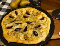 Fig, Blue Cheese and Pear Pizza. (MIKE HENSEN, The London Free Press)