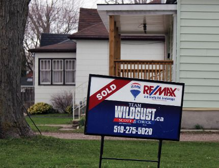 A sold sign from earlier this year is shown in this Beacon Herald file photo. (Terry Bridge/Stratford Beacon Herald)