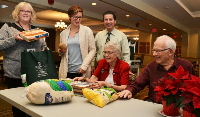 McCarthy Place residents and staff help House of Blessing executive director Theresa McMurray pack up the holiday meal the retirement residence donated for a family in need through its Make a Wish program. Pictured from left are McMurray, health and wellness director Nikki Byers, McCarthy Place executive director Dan Veto, and Doreen and Bob Raymond. (Galen Simmons/The Beacon Herald)