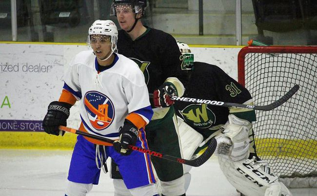 Islander Daryl Flett notched a goal versus the Beavers Thursday night in Carman. The win ends a three-game losing streak for the Isles. (file photo)