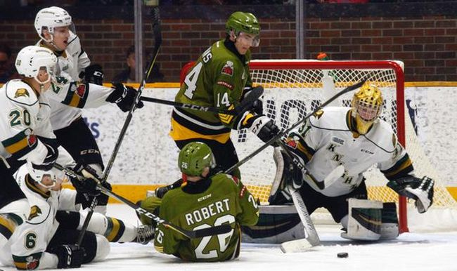 London Knights goalie Jordan Kooy deals with North Bay Battalion fourth-liners Kurtis Evans (14) and Alex Robert (26) as teammates Andrew Perrott (24), Sergey Popov (20) and Riley Coome (6) watch during the third period of OHL action at Memorial Gardens, North Bay, Sunday. London rallied from a 4-1 deficit to make it 5-3 and pulled Kooy for most of four minutes but the home-side scored into an empty net for a 6-3 win. (Dave Dale / The Nugget)
