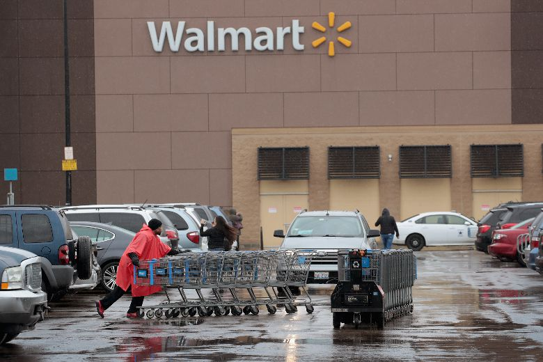 U.S. Walmart employees set to cash in with pay raises, $1,000 bonuses while company closes dozens of Sam's Clubs
