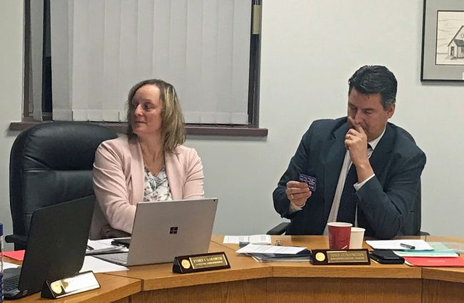 Assistant superintendent Pam Garnham (left) and superintendent Todd Cuddington taking part in a math game at Tuesday night's school board meeting in Portage la Prairie. (Aaron Wilgosh)