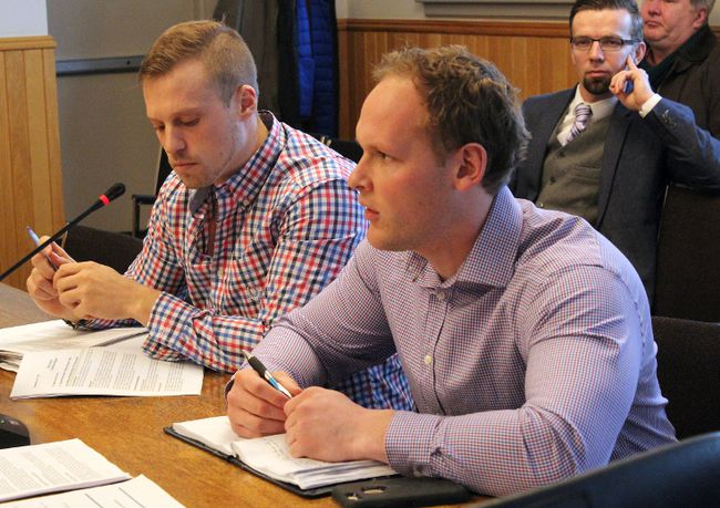 City of Kenora special projects and research officer Adam Smith goes over the 2018 report on housing at the committee of the whole meeting on Tuesday, Jan. 9. KATHLEEN CHARLEBOIS/DAILY MINER AND NEWS