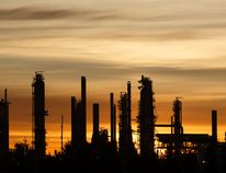 The average oil price in Alberta is likely to fall in 2018, a report from consulting firm Deloitte says.