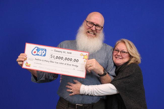 Andrew and Mary Ellen Van Zelst of Kent Bridge are shown with their $1-million cheque for winning the LOTTO 6/49 Guaranteed $1 Million Prize. Photo courtesy of Ontario Lottery and Gaming Corporation.