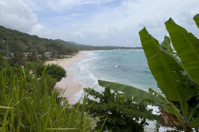 Canadian visiting Jamaica are being advised to stay within the confines of their resorts as the Caribbean island has been subjected to military crackdown because of a spate of shootings – 40 people killed so far this year. It's too bad, writes Bob Boughner, who says he's enjoyed many a holiday in Jamaica. (File photo/Postmedia Network)