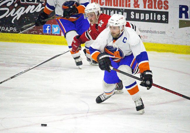 The Portage Islanders picked up a big road win Thursday night in Altona to gain some ground in the SEMHL. (file photo)
