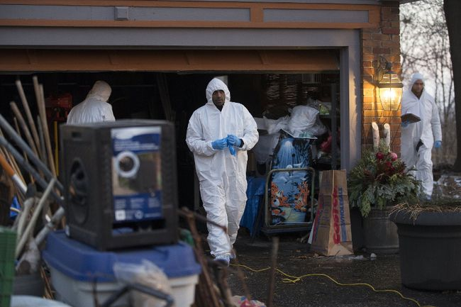 The Toronto Police Forensic Unit search a home at 53 Mallory Crescent related to the arrest of 66-year-old landscaper Bruce McArthur suspected of first-degree murder in the cases of two men who went missing from the Church and Wellesley area. (Stan Behal/Postmedia Network)