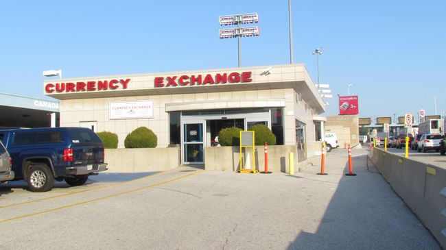 Currency exchange services at the Blue Water Bridge are expected to continue at the end of the month when a new operator begins to lease the building from the Federal Bridge Corporation. The corporation said in the fall it would end its long-standing currency exchange service at the end of February, and lease out the space. (File photo)