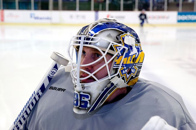 Anyang Halla goalie Matt Dalton on the ice at the Anyang Ice Arena in Seoul, South Korea. (Photo by Uno Yi)